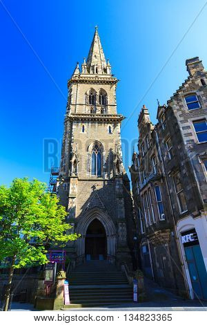 DUNDEE - JUNE 5 2016: Church of Scotland Saint Andrew's Parish Churchon on Sunny in Dundee Scotland on 5th JUNE 2016