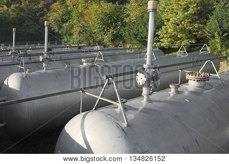 Many Tanks With Venting Valves And Safety Valve For The Storage Of Flammable Gas In The Fuel Product