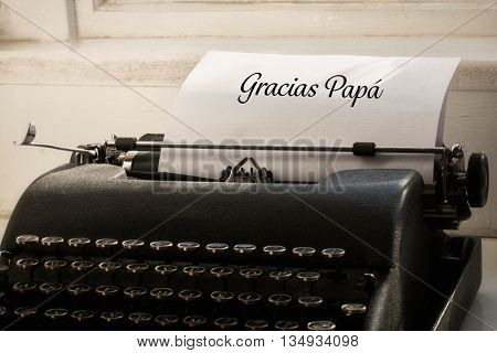 Gracias papa written on paper with typewriter