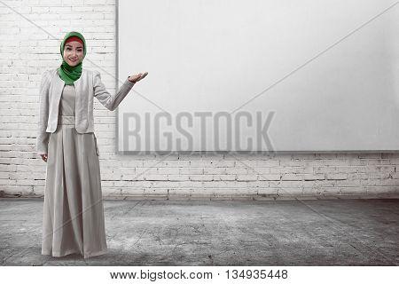 Muslim Business Woman Show Something