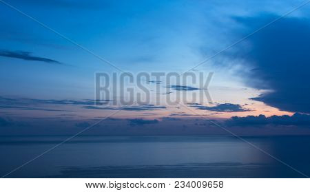 Tramonto sul mare della liguria, con nuvole poster