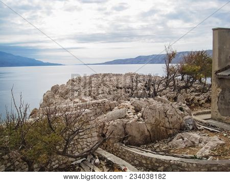 The Cliff From Limestone Of The Naked Island Looking To The Land|freedom|cloudi