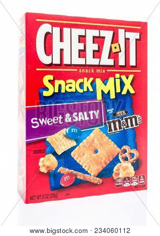 Winneconne, Wi -  30 March 2018: A Box Of Cheez It Snack Mix In Sweer And Salty Flavor On An Isolate
