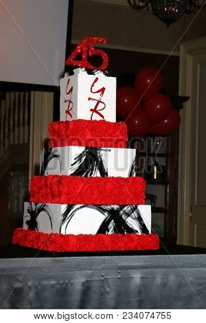 LOS ANGELES - MAR 26:  YnR 45th Anniversary Cake at the The Young and The Restless Celebrate 45th Anniversary at CBS Television City on March 26, 2018 in Los Angeles, CA