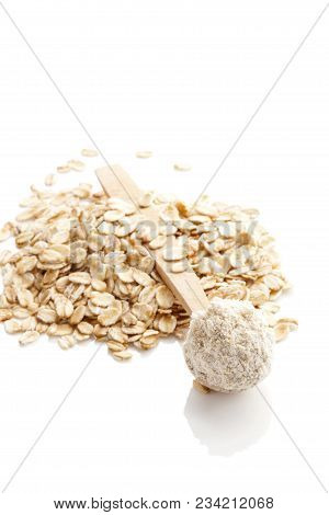 Pile Of Oat Wholegrain Flour In Spoon And Oat Flakes  Isolated On A White Background .