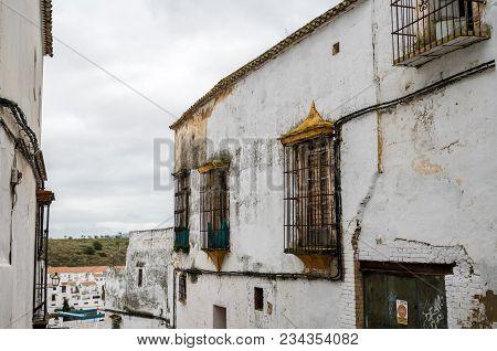 Arcos De La Frontera, Spain - March 14, 2018: Narrow Street In Arcos De La Frontera Near Cadiz In Sp