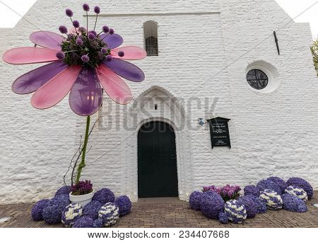 Noordwijkerhout, Netherlands - April 21,  2017: Floristic Decorations  At The Traditional Flowers Pa