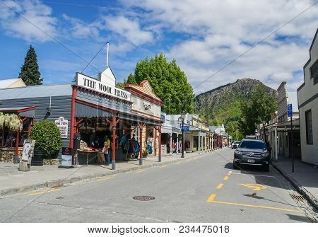 New Zealand: November 6 2017: Vintage Shopping Center In Arrowtown