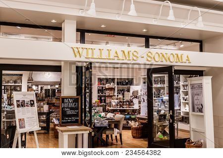 Indianapolis - Circa April 2018: Williams-sonoma Retail Mall Location, Williams-sonoma Is Famous For