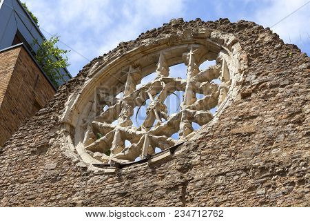 Winchester Palace, Rose Window, London, United Kingdom.it Was A 12th-century Building Which Served A