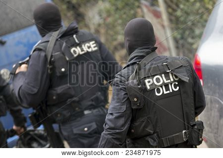 Special Law Enforcement Unit. Special Police Force Units In Uniforms, Bulletproof Vests, Firearms An
