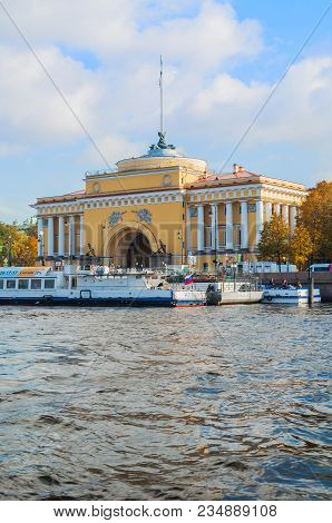 St Petersburg,russia-october 3, 2016. Admiralty Arch On The Quay Of Neva River In St Petersburg,russ