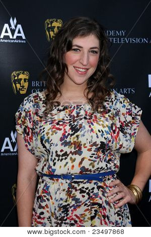 LOS ANGELES - SEP 17:  Mayim Bialik arrives at the 9th Annual BAFTA Los Angeles TV Tea Party. at L'Ermitage Beverly Hills Hotel on September 17, 2011 in Beverly Hills, CA