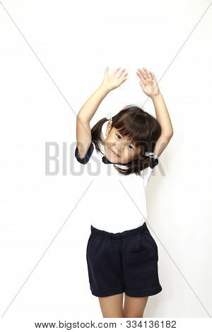 Japanese Girl Grasping Hand In Sportswear (4 Years Old) (white Back)