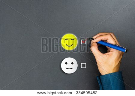 Conceptual The Customer Responded To The Survey. The Client Using Pen Checkbox On Happy Face Smile I