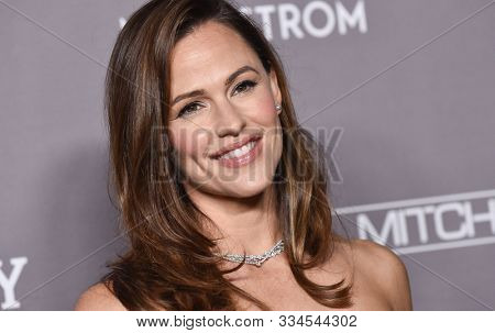 LOS ANGELES - NOV 09:  Jennifer Garner arrives for the 2019 Baby2Baby Gala Presented by Paul Mitchell on November 09, 2019 in Culver City, CA