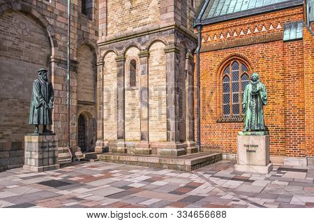 Ribe, Denmark, June 7, 2019: Medieval Statues In Front Of A Cathedral In Ribe, Denmark