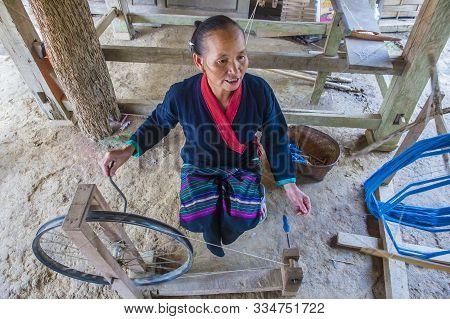 Luang Prabang , Laos - Aug 14 : Laotian Weaver In A Village Near Luang Prabang Laos On August 14 201