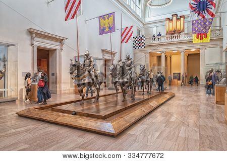 New York, Ny, Usa - December 22, 2018: Seventeenth-century Armor Display At Metropolitan Museum Of A