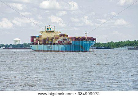 New Orleans, La/usa -june 14, 2019: Maersk Line Container Ship Navigating Mississippi River.
