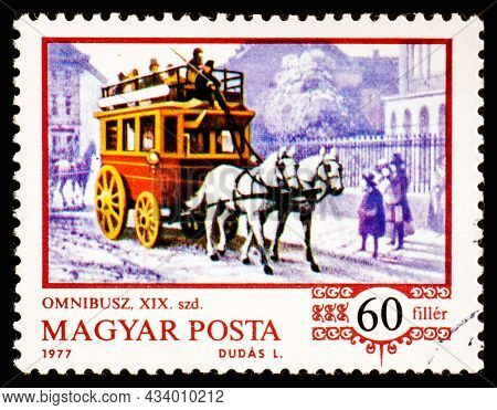 Hungary - Circa 1977: Stamp Printed In The Hungary Shows Horse-drawn Omnibus, From The Series Histor