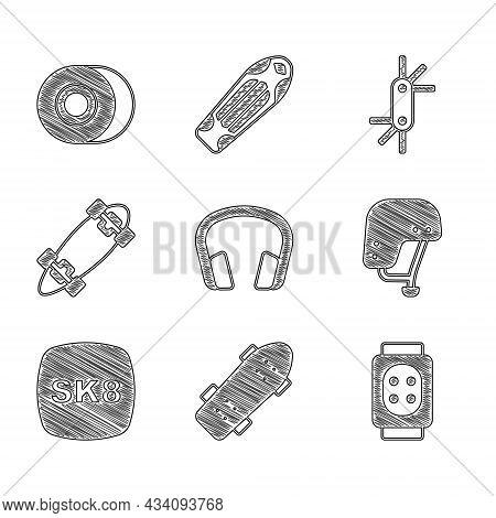 Set Headphones, Skateboard, Knee Pads, Helmet, Longboard Or Skateboard, Tool Allen Keys And Wheel Ic