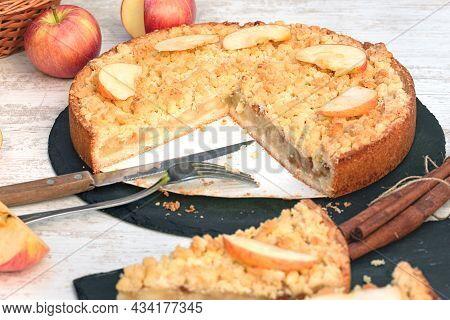 Delicious Crummble Apple Cake, Homemade Apple Pie