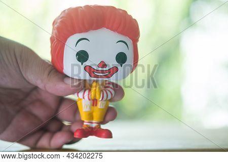 Bangkok, Thailand - September 27, 2021 : Hand Holding A Funko Pop Icons Mcdonald's Ronald Mcdonald T