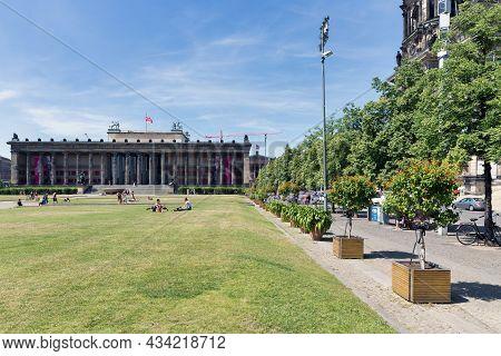 Berlin, Germany - Juli 22, 2013: Park Lustgarten With Facade Of Iconic Pillars Altes Museum In Berli