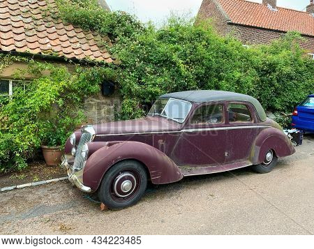 Cornhill-on-tweed, Uk - 26th August 2021: Vintage Riley Saloon Car Dirty And Unloved On The Roadside