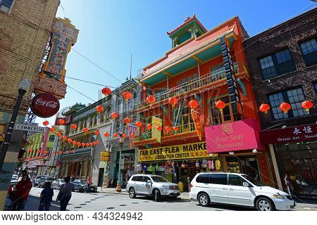 San Francisco - Mar. 15, 2014: Antique Chinese Style Commercial Buildings On Grant Avenue At Commerc