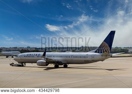 20 September 2021 Houston, Tx Usa: United Airlines In Airport Houston Tx Usa With Huge Vehicle Pushi