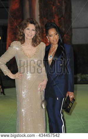 Sophia Loren and Regina King at the Academy Museum of Motion Pictures Opening Gala held at the Academy Museum of Motion Pictures in Los Angeles, USA on September 25, 2021.