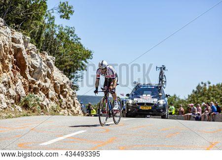 Col Du Serre De Tourre,france - July 15,2016: The German Cyclist Simon Geschke Of Giant-alpecin Team
