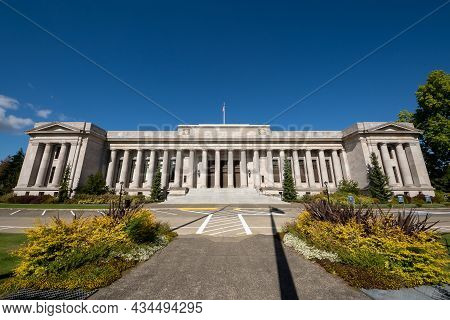 Olympia, Wa - Usa - Sept. 20, 2021: Horizontal View Of The Neoclassical Temple Of Justice. A Governm