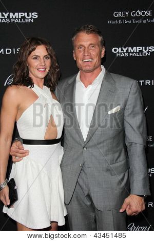 LOS ANGELES - MAR 18:  Dolph Lundgren arrives at