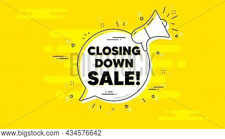 Closing Down Sale. Alert Megaphone Yellow Chat Banner. Special Offer Price Sign. Advertising Discoun
