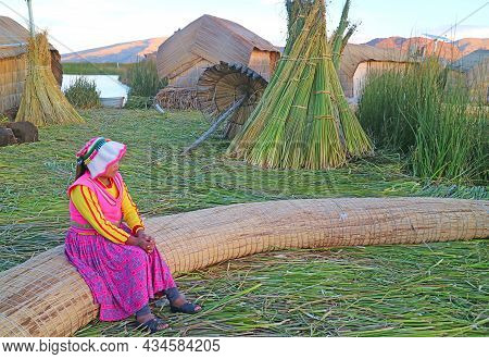 Incredible Uros Floating Islands All Built Of Totora Reeds On The Peruvian Dide Of Lake Titicaca, Un