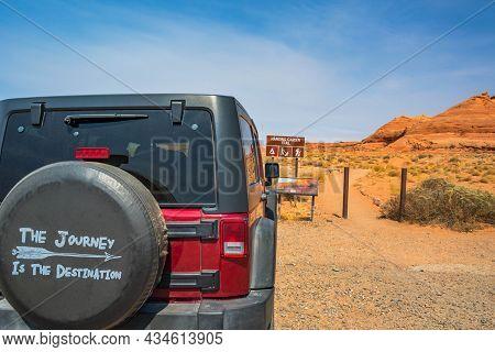 Glen Canyon Nr, Az, Usa - Sept 26, 2020: A Jeep Wrangler Unlimited Sports Parked Along The Preserve
