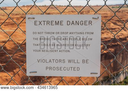 Glen Canyon Nr, Az, Usa - Sept 26, 2020: A Notice For Violators