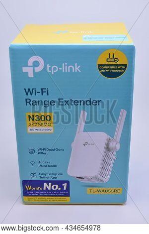 Manila, Ph - September 30 - Tp Link Wifi Range Extender On September 30, 2021 In Manila, Philippines