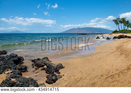 Hawaii Beach. Calm Sea Beach Background. Summer Tropical Beach With Sand. Ocean Water. Natural Seasc