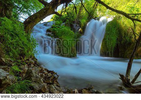 Kroatien Im Nationalpark Plitvicer Seen Im Sommer