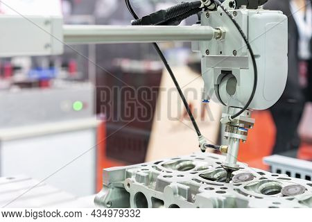 High Technology Accuracy And Modern Automatic Picking By Vacuum Or Suction During Assembly Intake &