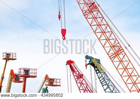 Crawler Crane And Articulated Boom Lift. Mobile Construction Crane For Rent And Sale. Maintenance An