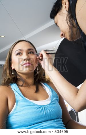 Applying Eye Liner