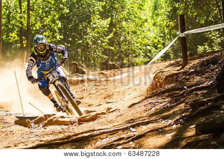 Cornering during downhill race