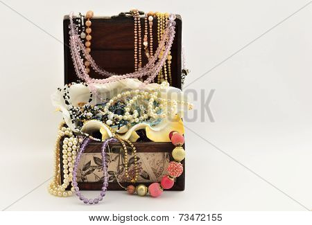 Pearls into an vintage luxury chest and various jewelry