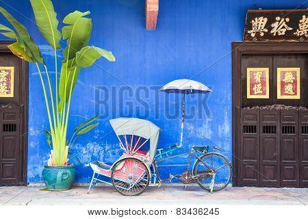Old rickshaw tricycle near Fatt Tze Mansion