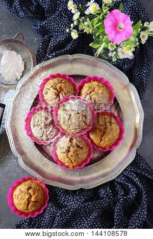 Summer mood: Carrot muffins with icing sugar and flowers